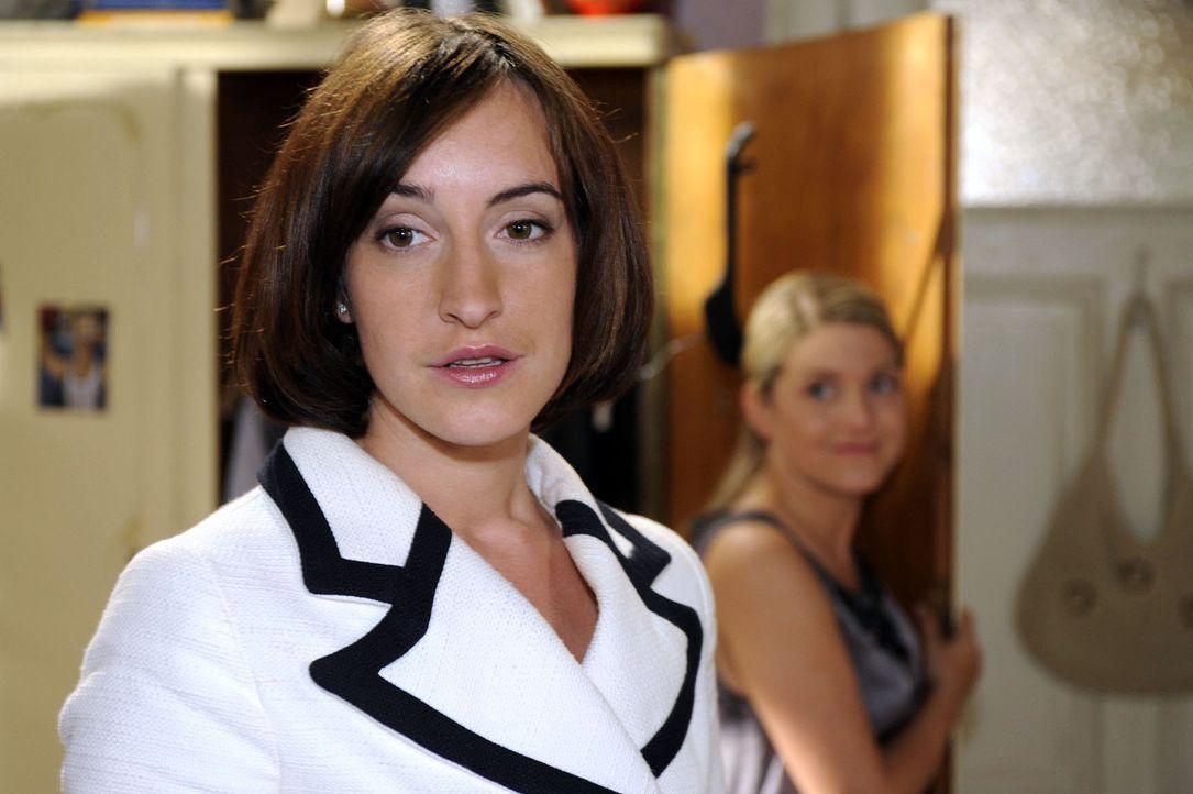 Vanessa (Maike von Bremen, l.) ist fasziniert von Anna (Jeanette Biedermann, r.) ... - Bildquelle: Sat.1