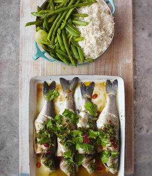 Für alle Fischfans: Jamie Olivers Wolfsbarsch asiatisch ist ein wahres Highli...