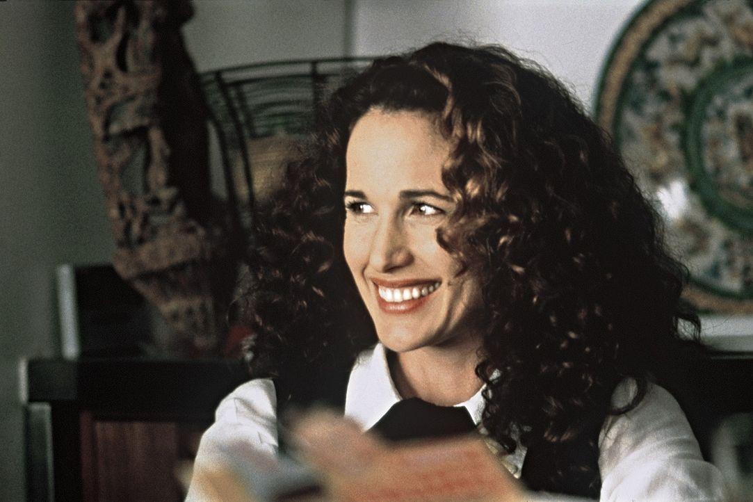 Die englische Schuldirektorin Kate (Andie MacDowell) gibt sich in der Öffentlichkeit züchtig und hochgeschlossen, doch mit ihren Freundinnen kippt... - Bildquelle: Sony Pictures Television International. All Rights Reserved.