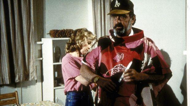 Mark (Victor French, r.) steht Modell für das Kleid, das Peggy (Dianne Hull,...
