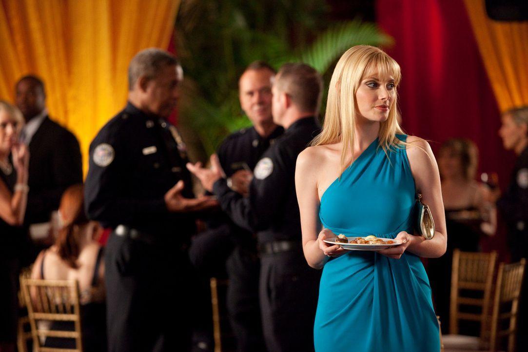 Um bei Stacy (April Bowlby) endlich landen zu können, hat Fred eine ganz besondere Idee ... - Bildquelle: 2009 Sony Pictures Television Inc. All Rights Reserved.
