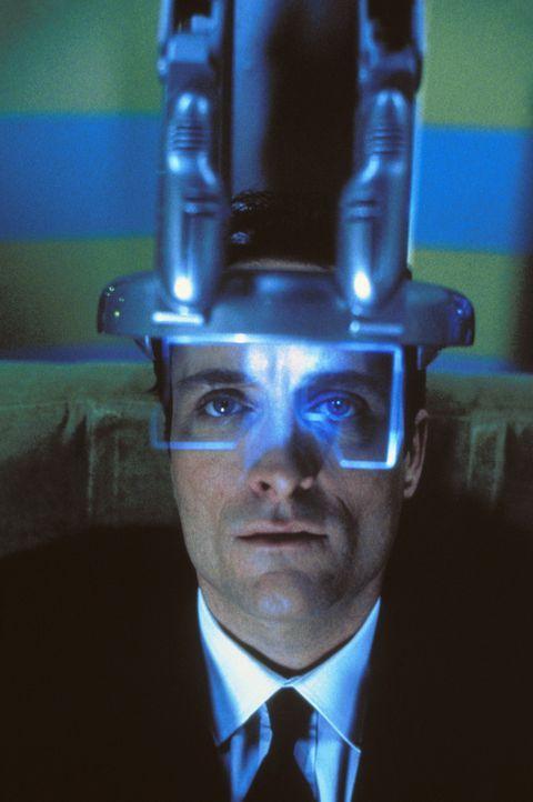 In naher Zukunft ist Reisen per Körpertausch möglich. Doch als der Geschäftsmann Toffler (Kim Coates) mit einem Terrorosten den Körper tauscht,... - Bildquelle: Trimark Pictures