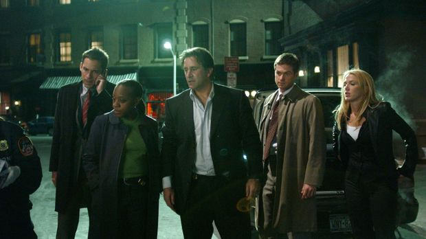(V.l.n.r.) Danny Taylor (Enrique Murciano), Vivian Johnson (Marianne Jean-Bap...