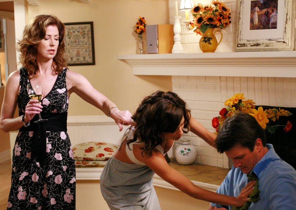 Gabrielle (Eva Longoria, M.) kippt versehentlich ihr Glas Wein über Adam (Nathan Fillion, r.) aus. Sofort will sie ihr Missgeschick bereinigen und k... - Bildquelle: ABC Studios