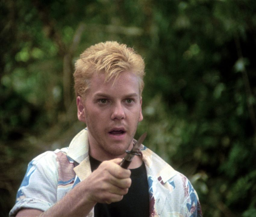 Ace Merrill (Kiefer Sutherland) ist der rüde Anführer einer Halbstarken-Gang, die die vier Freunde bedroht ... - Bildquelle: Columbia Pictures