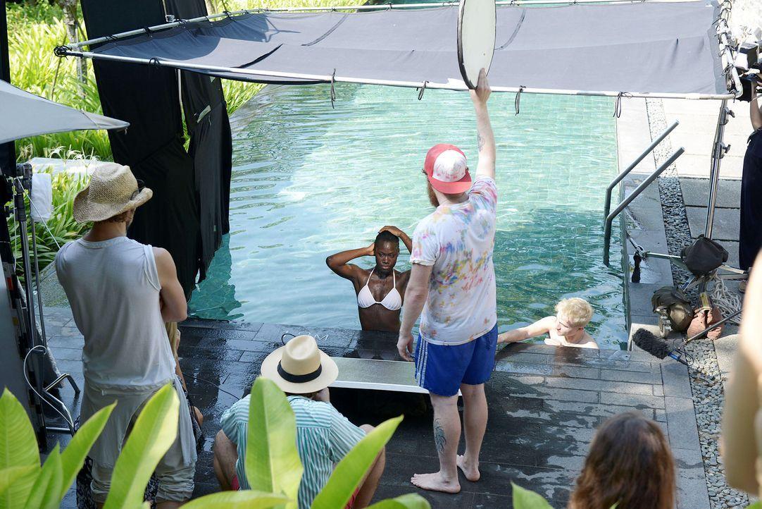 GNTM-Stf09-Epi01-Singapur-Poolshooting-12-ProSieben-Oliver-S - Bildquelle: ProSieben/Oliver S.