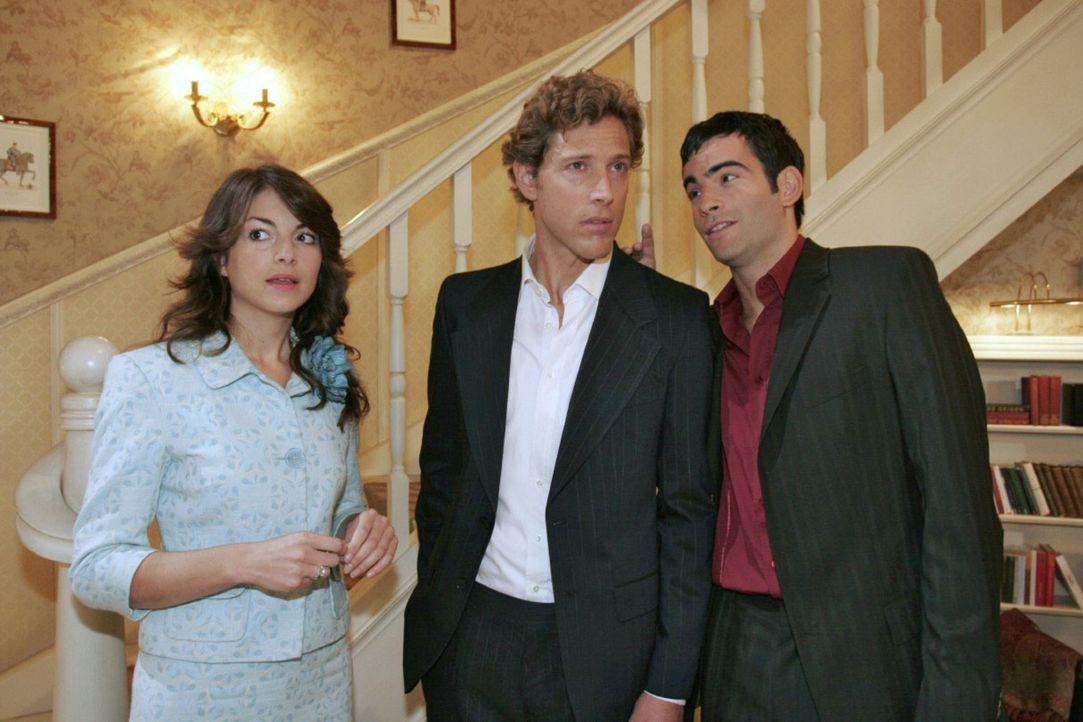 Mariella (Bianca Hein, l.) fühlt sich ertappt, als David (Mathis Künzler, r.) nach Hause kommt und Lars (Clayton M. Nemrow, M.) in der Wohnung vor... - Bildquelle: Noreen Flynn Sat.1