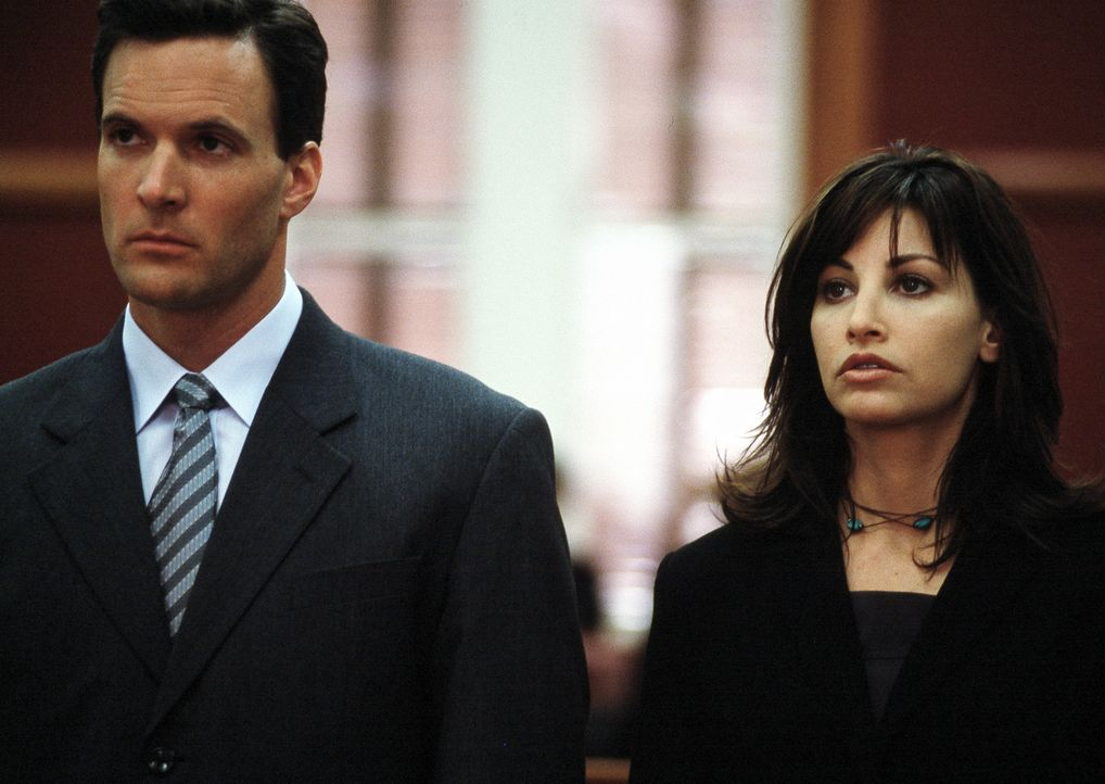 Nehmen den Kampf auf: Lila Colleti (Gina Gershon, r.) und Ciro Ruiz (Jon Huertas, l.) ... - Bildquelle: ApolloMedia