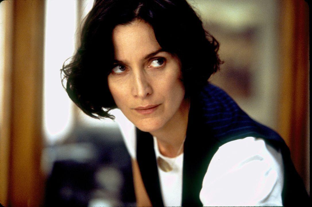 Nach der Ermordung eines Serienkillers wird FBI-Agentin Fran Kulok (Carrie-Anne Moss) klar, dass sie es mit einem einsamen, aber überaus intelligent... - Bildquelle: 2006 Sony Pictures Television International