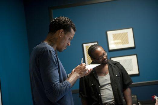 NBA Spieler Matt Barnes (l.) bewertet als Gastjuror die Künstler und schaut g...