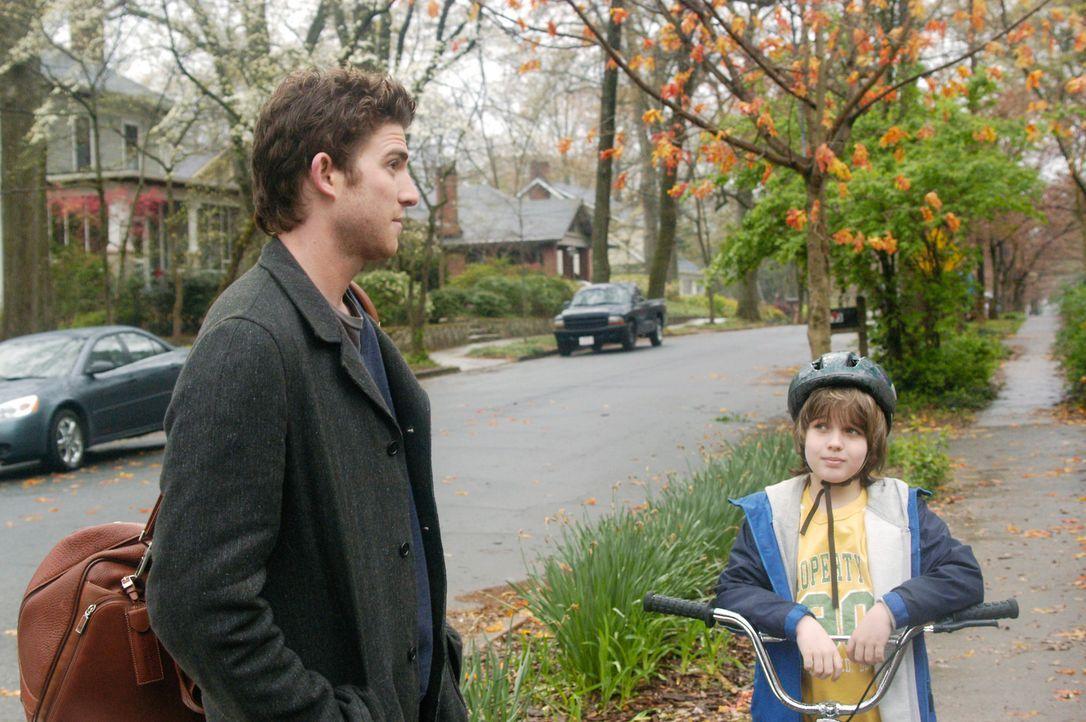 Als Nick (Bryan Greenberg, l.) auf den kleinen Sam (Slade Pearce, r.) trifft, ist die Verwunderung groß: Er ist  der zehnjährige Sohn seiner Ex-Freu... - Bildquelle: 2007 American Broadcasting Companies, Inc. All rights reserved.