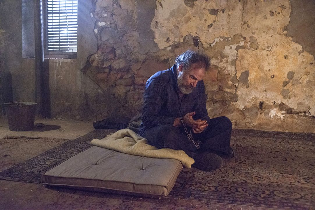 Steht sein Leben auf dem Spiel, oder gelingt es Carrie Saul (Mandy Patinkin) aus den Fängen von Haqqani zu befreien? - Bildquelle: Homeland   2014 Twentieth Century Fox Film Corporation