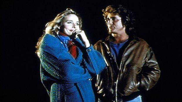 Mary (Priscilla Barnes, l.) gesteht Jonathan (Michael Landon, r.), dass sie s...