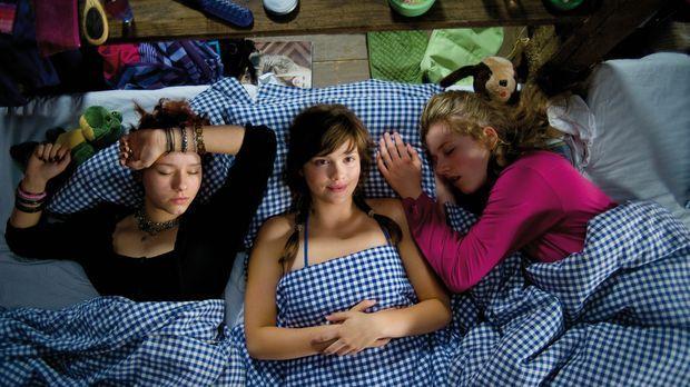 Auch wenn alle Stricke reißen, wissen Kati (Henriette Nagel, l.), Hanna (Seli...