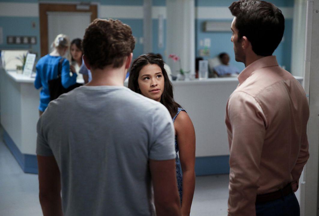 Wer wird das Herz von Jane (Gina Rodriguez, M.) für sich gewinnen? Michael (Brett Dier, l.) oder Rafael (Justin Baldoni, r.)? - Bildquelle: 2014 The CW Network, LLC. All rights reserved.