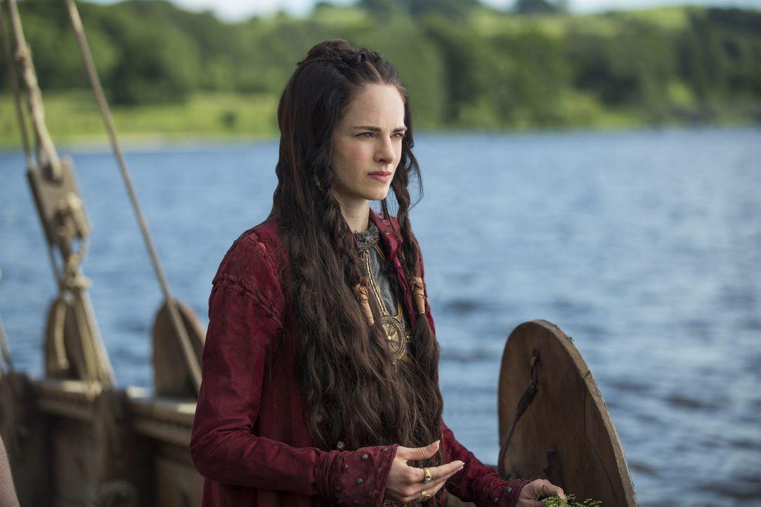 König Ragnar und seine Männer ziehen für Prinzessin Kwenthrith (Amy Bailey) in die Schlacht ... - Bildquelle: 2015 TM PRODUCTIONS LIMITED / T5 VIKINGS III PRODUCTIONS INC. ALL RIGHTS RESERVED.