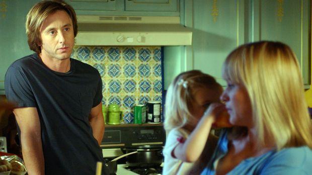 Joe (Jake Weber, l.) macht sich Sorgen um seine Frau Allison (Patricia Arquet...