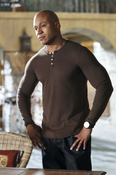 Da Callen vom Dienst suspendiert wurde, muss Sam (LL Cool J) ohne seinen Kollegen in einem Fall ermitteln ... - Bildquelle: CBS Studios Inc. All Rights Reserved.