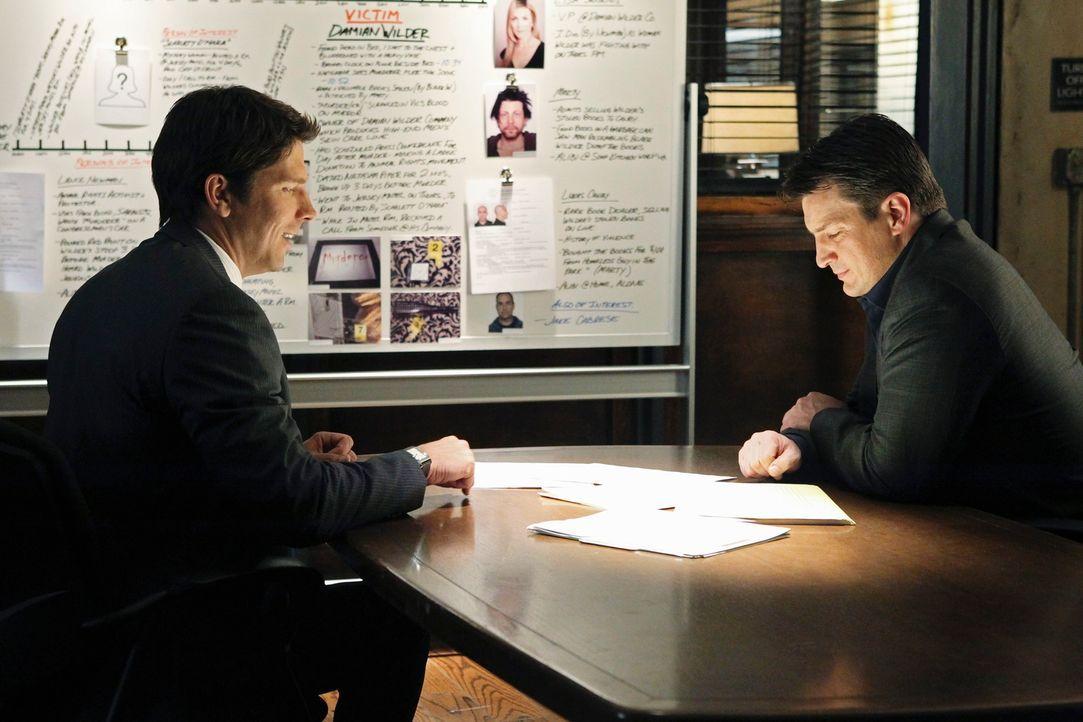 Demming (Michael Trucco, l.) und Castle (Nathan Fillion, r.) folgen schließlich dem Hinweis einer Zeugin zu einem schmuddeligen Motel wo sie gleich... - Bildquelle: ABC Studios