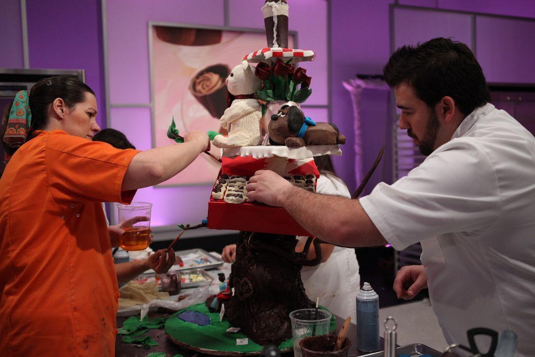 """Bei der Cake War Challenge """"Valentinstag"""" steht diesmal die Liebe ganz klar im Fokus. Da Liebe bekanntlich durch den Magen geht, setzten die Kandida... - Bildquelle: 2016,Television Food Network, G.P. All Rights Reserved"""