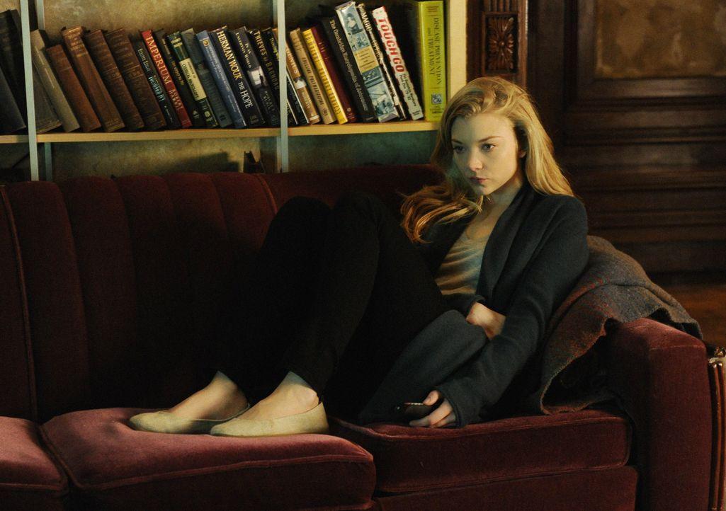 Was ist mit Irene (Natalie Dormer) nur los? - Bildquelle: CBS Television