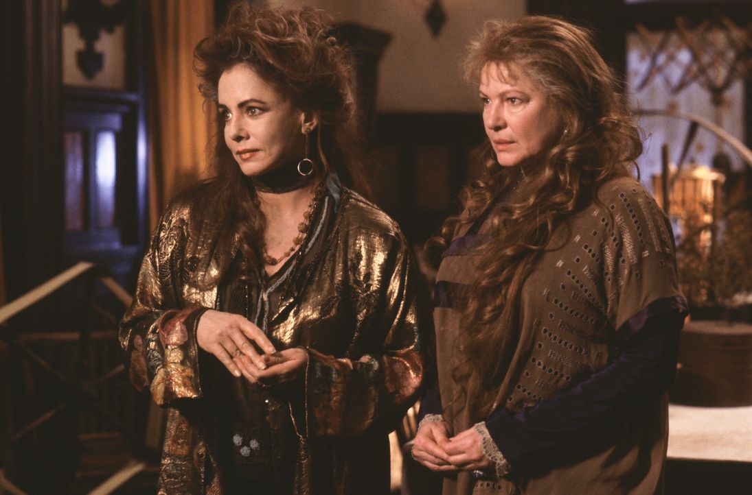 Von ihren Tanten (Dianne Wiest l. und Stockard Channing, r.) großgezogen, lernen Sally und Gillian ihre Fähigkeiten zu nutzen, doch Sally kehrt de... - Bildquelle: Warner Brothers
