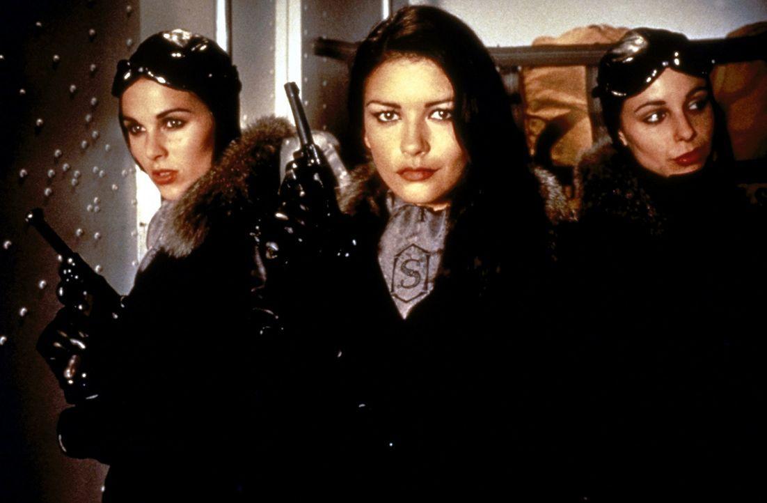 Die Schergin des Bösewichts: Sala (Catherine Zeta-Jones, M.) ... - Bildquelle: Paramount Pictures