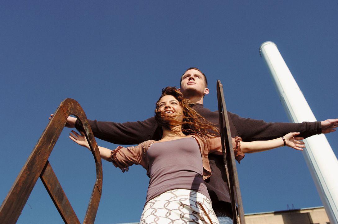 Kommen ihrem Ziel langsam näher: Tyler (Channing Tatum, hinten) und Nora (Jenna Dewan, vorne) ... - Bildquelle: Constantin Film