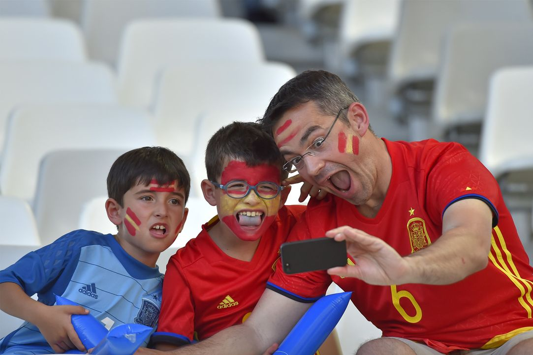 Spanish father and kids_000_C7815_LOIC VENANCE_AFP - Bildquelle: AFP / LOIC VENANCE