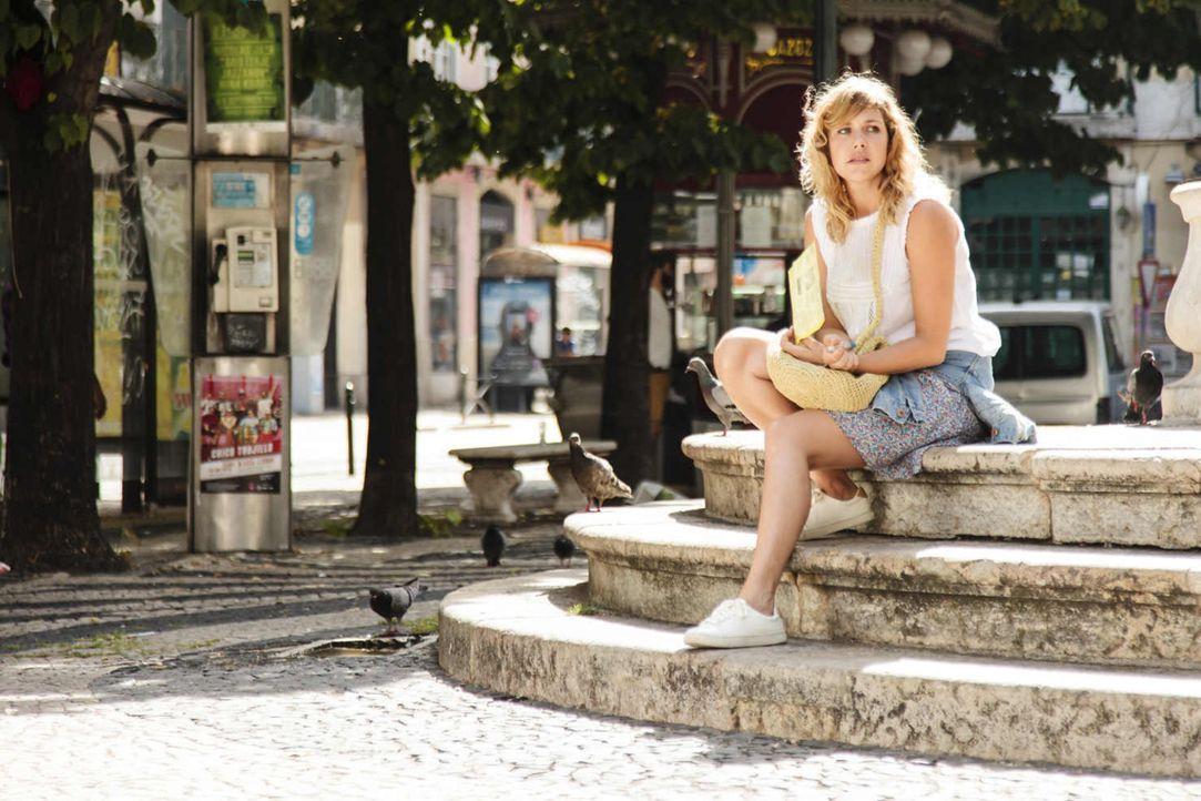 Während Eva (Felicitas Woll) mit ihrem deutschen Freund Urlaub in Portugal macht, läuft ihr der charismatische Fotograf Luis über den Weg. Weil sie... - Bildquelle: Joao Tuna SAT.1