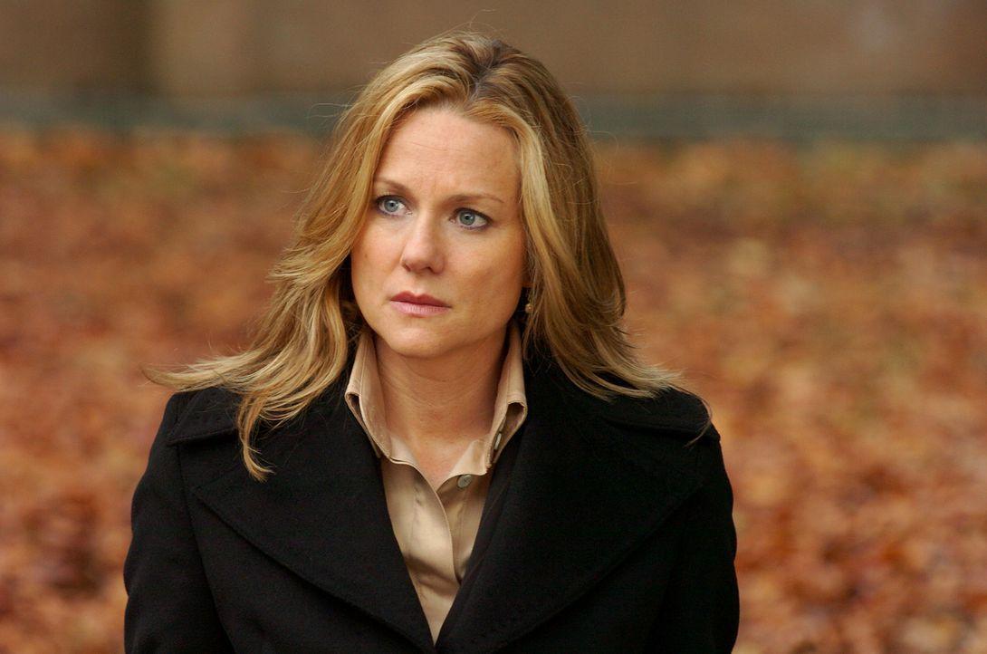 Eigentlich ist die Anwältin Erin Brunner (Laura Linney) nicht die ideale Streiterin für ihren Mandanten, des Paters Richard Moore, der wegen Tötung... - Bildquelle: Sony Pictures Television International. All Rights Reserved.