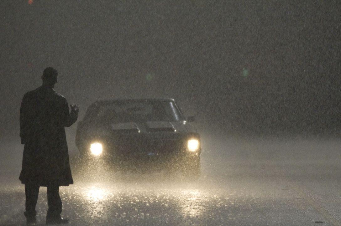Steht mitten in einer regnerischen Nacht auf der Straße, um die nächsten Opfer für seine makabren Perversionen aufzugabeln: John Ryder (Sean Bean...