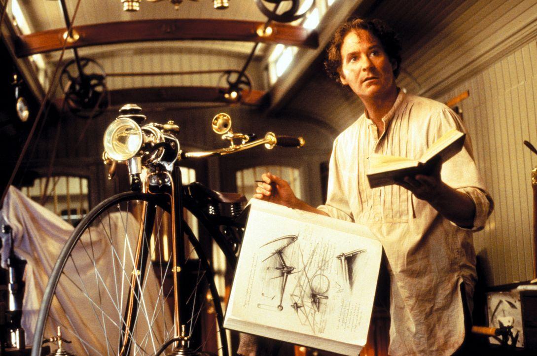 Eines Tages wird der Erfinder Artemus Gordon (Kevin Kline) von US-Präsident Grant beauftragt, das plötzliche Verschwinden von Amerikas Top-Wissensch... - Bildquelle: Warner Bros. Pictures