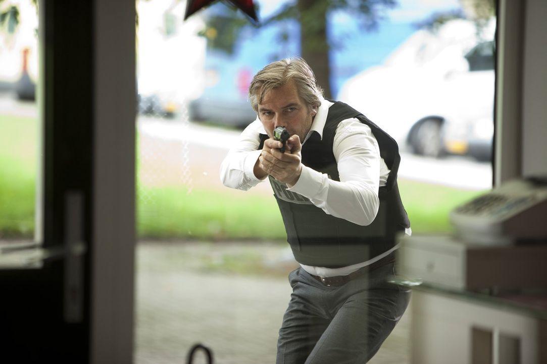 Im Einsatz gegen das Verbrechen in Maastricht: Floris Wolfs (Victor Reinier) ... - Bildquelle: Warner Brothers