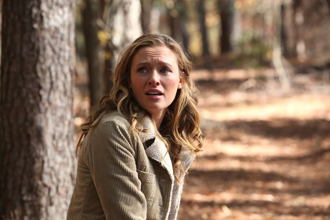 Falsche Tränen: Jules (Michaela McManus) gibt vor nichts über die Herkunft, der vor ihr liegenden Toten, zu wissen ... - Bildquelle: Warner Brothers