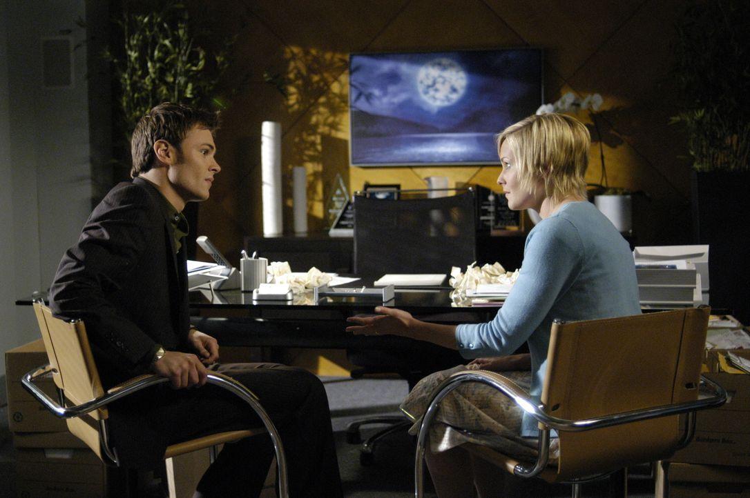 """Treffen im """"4400 Center"""" wieder aufeinander: Shawn (Patrick Flueger, l.) und Lily (Laura Allen, r.) ... - Bildquelle: Viacom Productions Inc."""