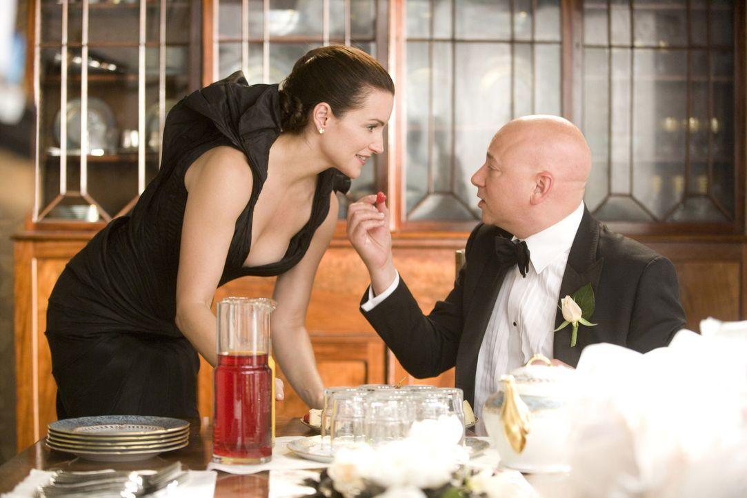 Die Beziehungsprobleme ihrer Freundinnen lassen Charlotte (Kristin Davis, l.) aufs Neue erkennen, wie glücklich sie mit ihrem Ehemann Harry (Evan Ha... - Bildquelle: Warner Brothers