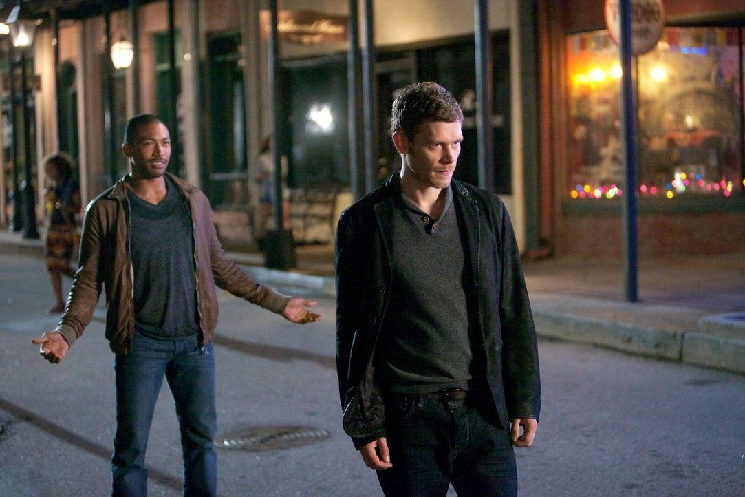 Wird die Situation zwischen Marcel (Charles Davis, l.) und Klaus (Joseph Morgen, r.) eskalieren? - Bildquelle: Warner Bros. Television