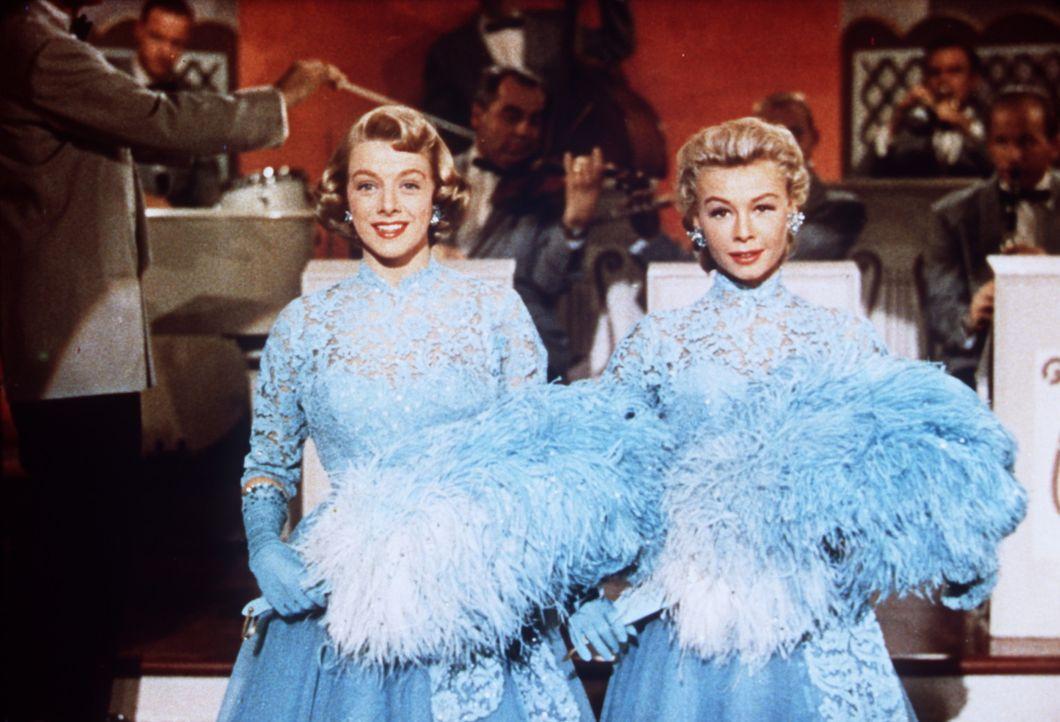 Die Schwestern Betty (Rosemary Clooney, l.) und Judy (Vera Ellen, r.) helfen durch eine Galavorstellung einem Freund, dessen Hotel kurz vor dem Ruin... - Bildquelle: Paramount Pictures