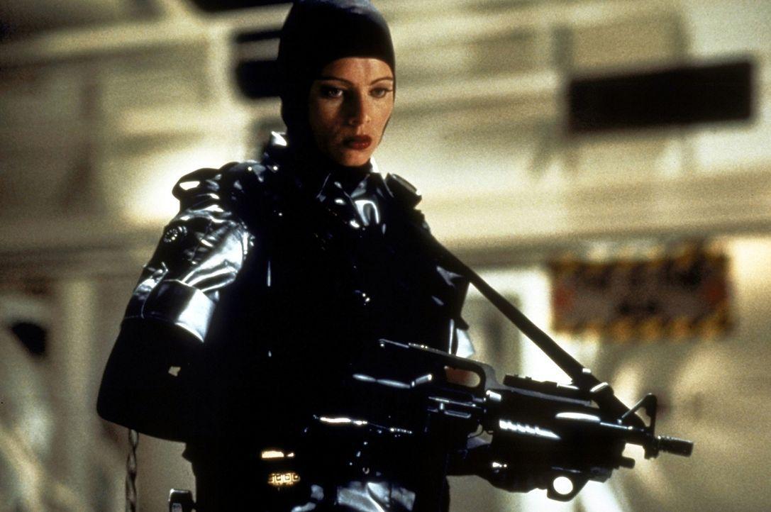 Die gefährliche Agentin Jessica Priest (Melinda Clarke) will mit Hilfe des tödlichen Virus Heat-16 die Weltherrschaft an sich reißen ... - Bildquelle: New Line Cinema