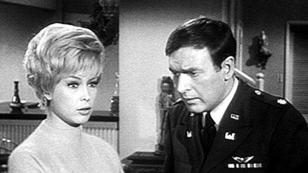 Tony ist eine Vase auf den Kopf gefallen, und er will nun Jeannie (Barbara Ed...