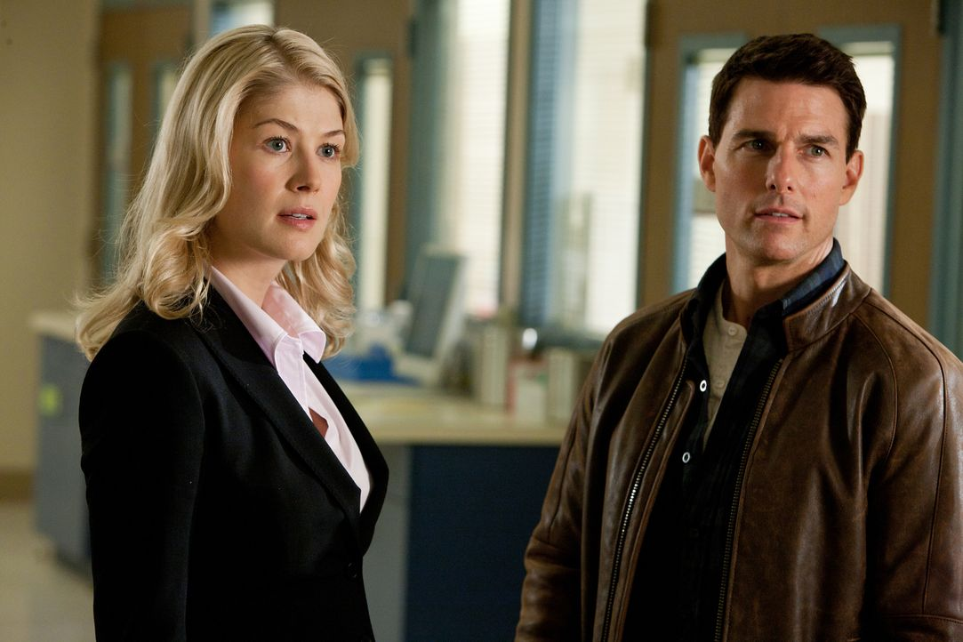 Machen sich gemeinsam daran, einem hochkriminellen russischen Gangster das Handwerk zu legen: Jack Reacher (Tom Cruise, r.) und die Anwältin Helen R... - Bildquelle: Karen Ballard MMXII Paramount Pictures Corporation. All Rights Reserved.