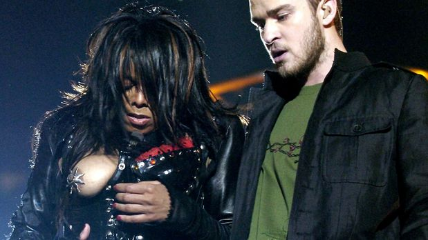 Janet Jackson und Justin Timberlake beim Superbowl 2004 - Bildquelle: Picture...