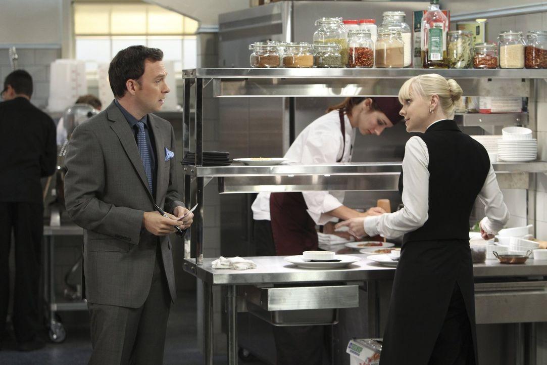 Immer wieder versucht Christy (Anna Faris, r.), die Affäre mit ihrem verheirateten Chef Gabriel (Nate Corddry, l.) zu beenden, doch wie sie es auch... - Bildquelle: Warner Brothers Entertainment Inc.