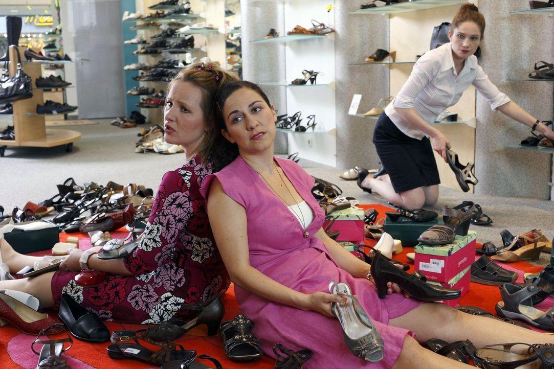 Männer gehen ins Schuhgeschäft, kaufen innerhalb von fünf Minuten ein Paar Schuhe und tragen es tagein tagaus, bis es auseinanderfällt. Frauen u... - Bildquelle: Sat.1