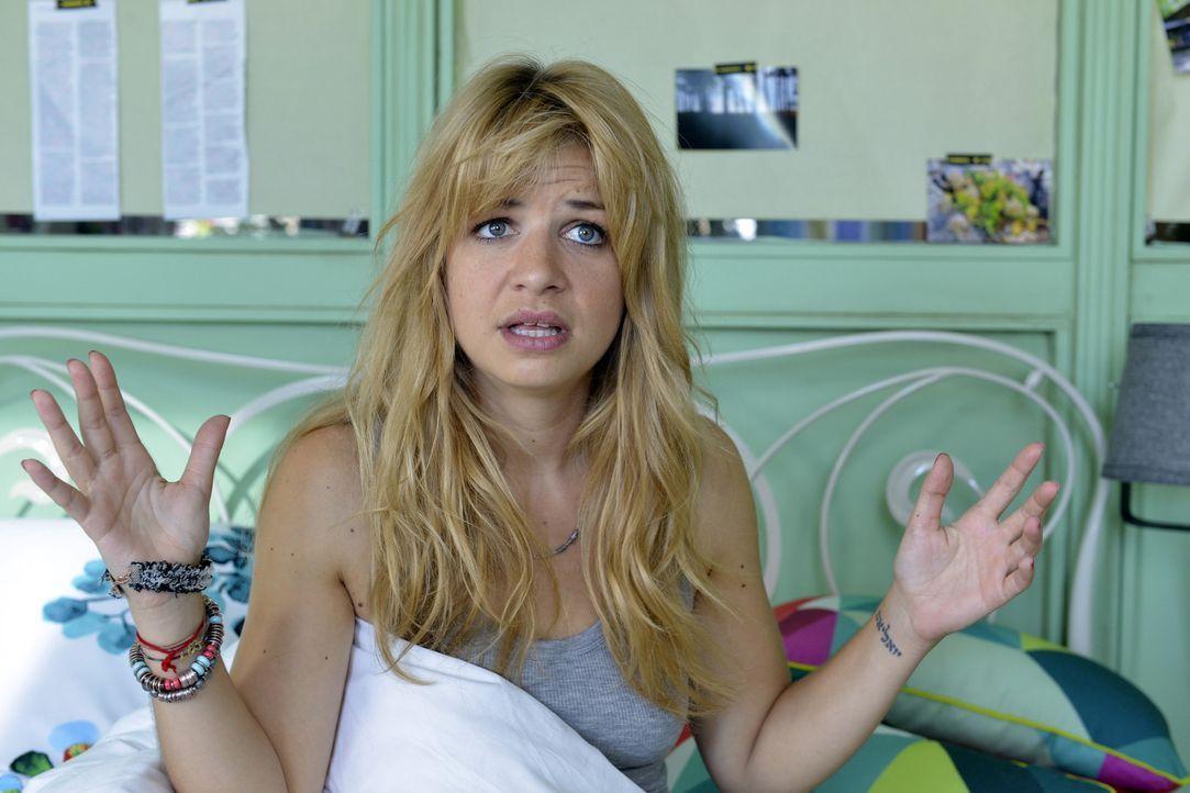 Hat einen Alptraum mit riesigen Titten: Mila (Susan Sideropoulos) ... - Bildquelle: Oliver Ziebe SAT.1