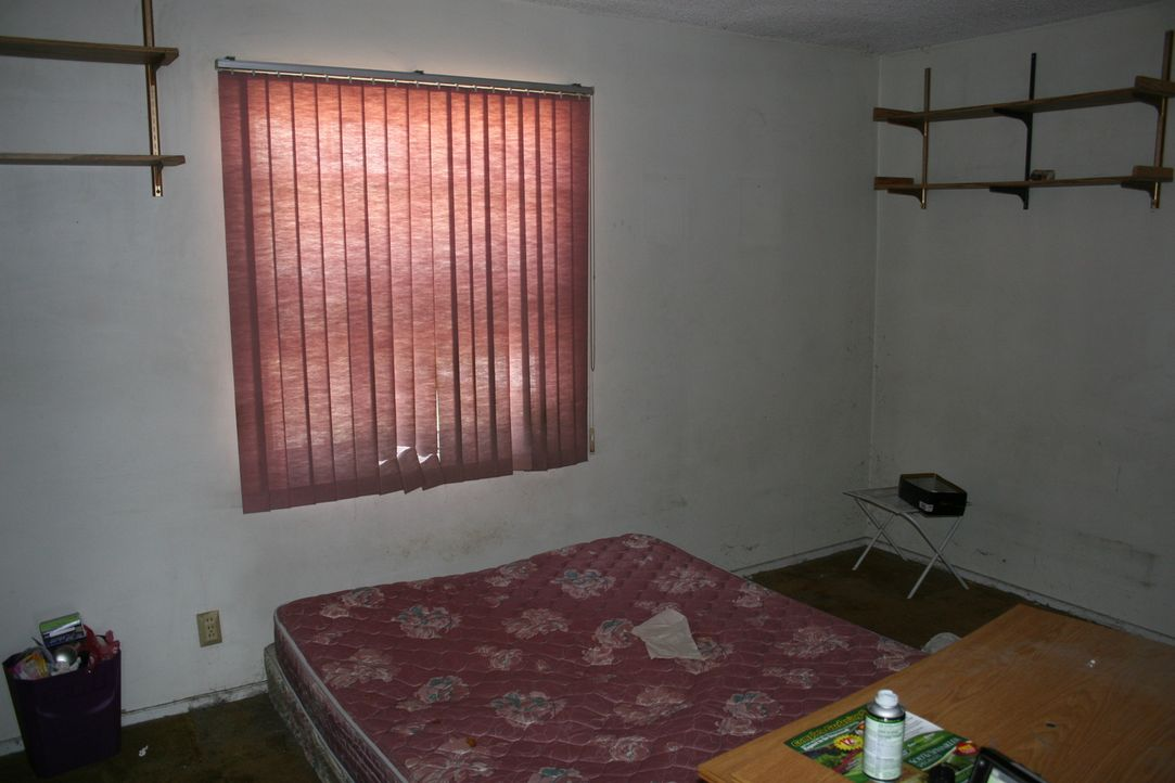 Das Schlafzimmer sorgt für Alpträume ... - Bildquelle: 2014,HGTV/Scripps Networks, LLC. All Rights Reserved