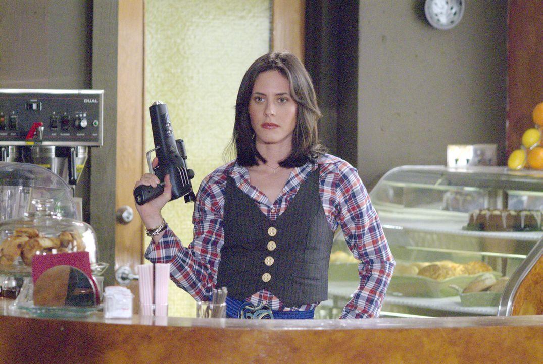 Shane (Katherine Moennig) hat eine Mission - doch wird die Waffe die sexuelle Vorliebe der Zielperson wirklich identifizieren können? - Bildquelle: Metro-Goldwyn-Mayer Studios Inc. All Rights Reserved.