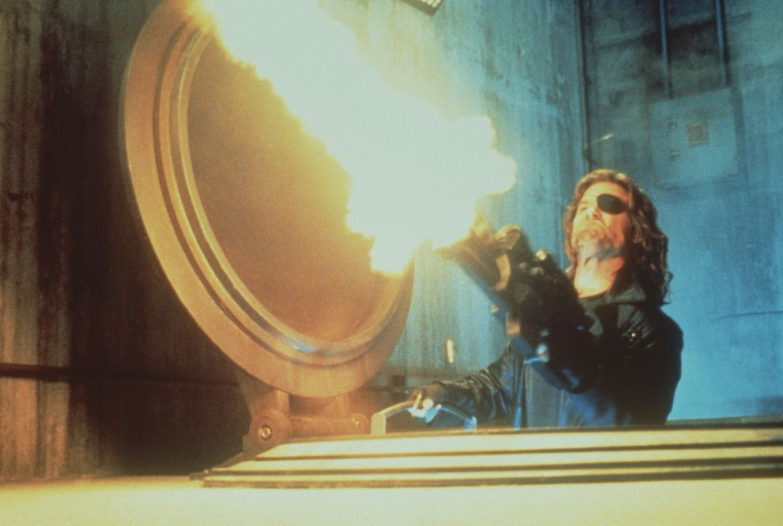 """""""Ich bin wieder hier, in meinem Revier."""" Snake Plissken (Kurt Russel) muss mal wieder die Kastanien aus dem Feuer holen ... - Bildquelle: Paramount Pictures"""