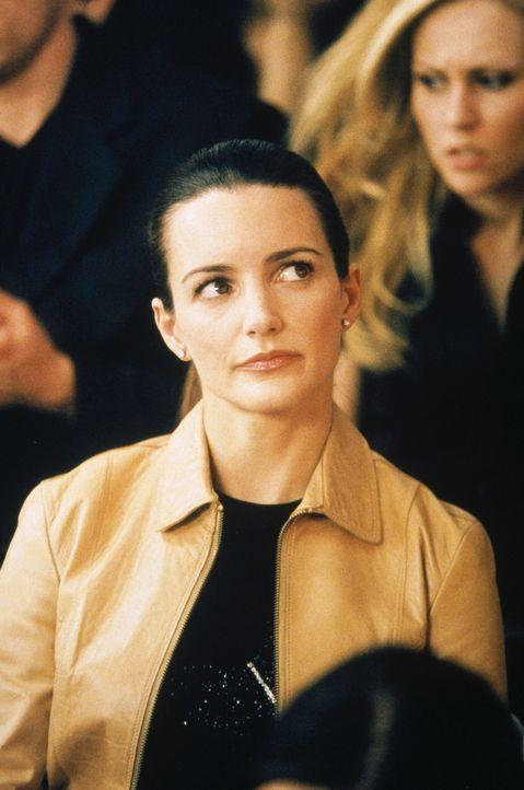 Charlotte (Kristin Davis) fühlt sich ganz und gar nicht wohl: Ihr Hausarzt hat ihr Antidepressiva für ihre Vagina verschrieben. - Bildquelle: Paramount Pictures